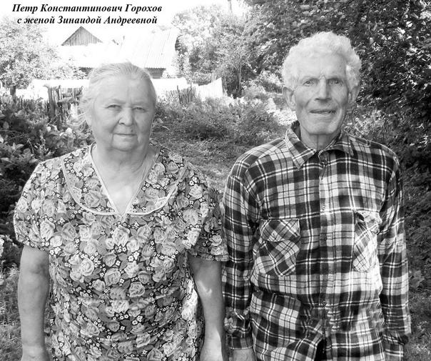 Молния на сенокосе. Деревня Красатинка (Смоленская область), 16 июля 1960 года. Сенокос важнейшее событие в жизни любой деревни, даже современной. Сеном потчуют домашний скот, который в свою