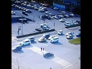 Сбили пешехода на парковке в Бийске