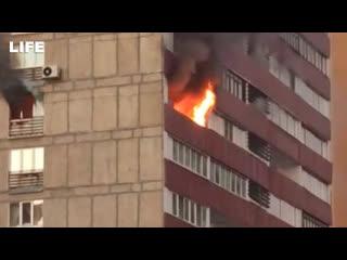 Пожар в многоэтажке на севере Москвы