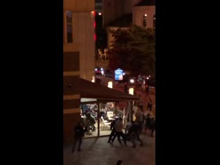 Млцыя накнулася на людзей пад Burger King