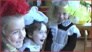 ПЕРВОКЛАШКИ 90-х!!! Знакомство со школой пока их РОДИТЕЛИ за партами!!!