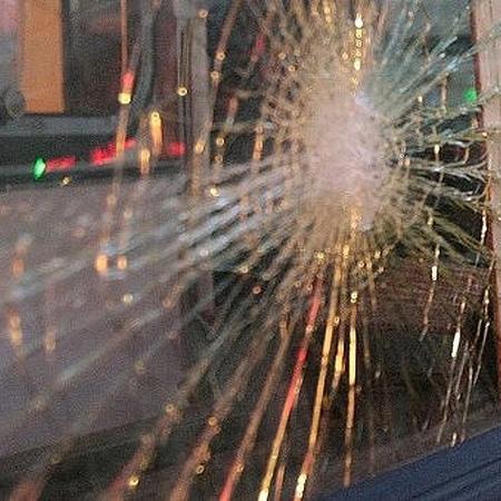 LIFE Новости on Instagram Пьяный в хлам русский Халк из Петербурга вышиб окно в вагоне метро а