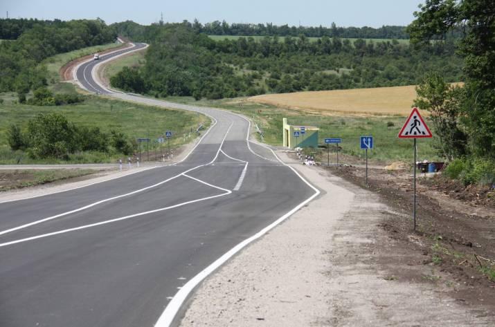 На Луганщине идет ремонт 343 км дороги