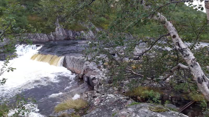 Панорама верхнего каскада водопада на реке Титовка