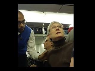 Сторонников Трампа сняли с рейса в США