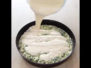 Быстрыи заливнои пирог с луком и яицом