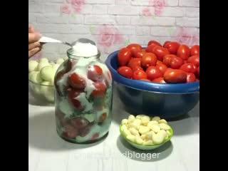 Маринованные помидоры на зиму (ингредиенты указаны в описании видео)