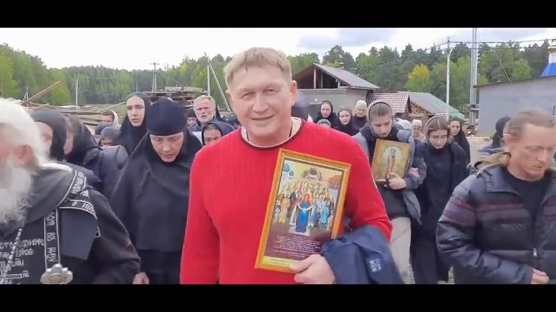 Поклонник безбожника и лондонского марксиста Сталина о Сергий устроил крестный бег вокруг Среднеуральского монастыря