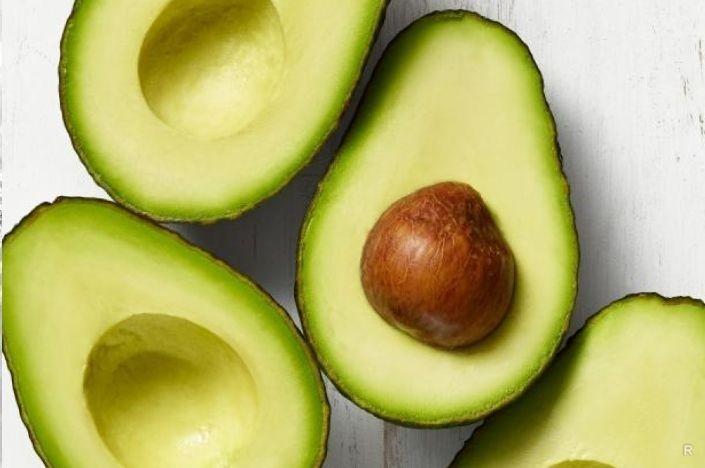 Авокадо полезен не всем: кому не стоит есть эту несладкую ягоду и почему