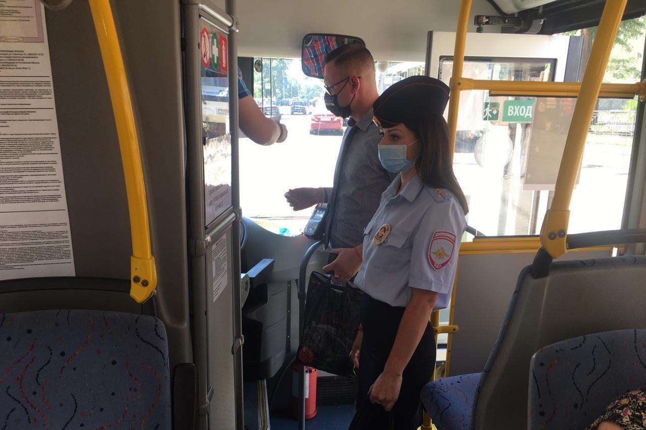 В Таганроге и области продолжаются контрольные мероприятия по соблюдению масочного режима на транспорте