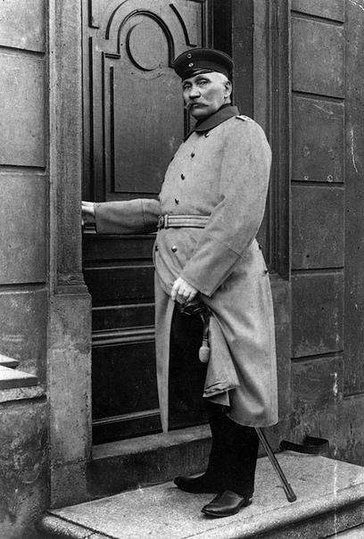 Вильгельм Фогт  аферист, захвативший кассу города Кёпеника в 1906 году с помощью военной формы, Германская империя