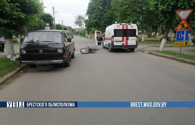 В Барановичах автомобиль не уступил дорогу мотоциклу