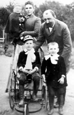 Дети Капцовых: на руках – Михаил, внизу Николай и Сергей