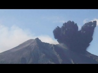 Sakurajima volcano covers Japanese city of Kagoshima in ash - no comment