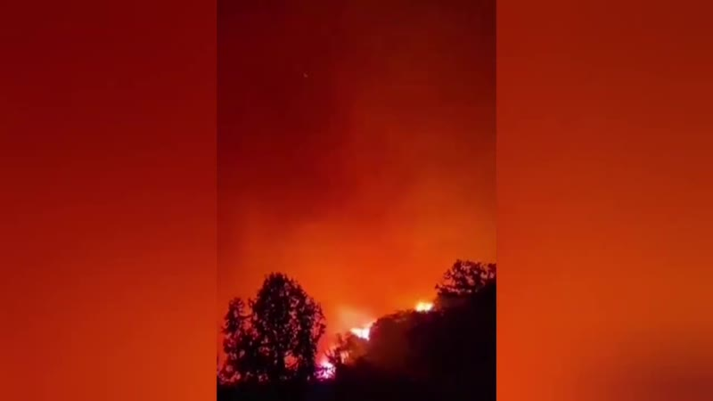 Apocalyptic wild fires turn the sky orange in Tanomah Saudi Arabia 🇸🇦 October 22 2020 تنومة حريق