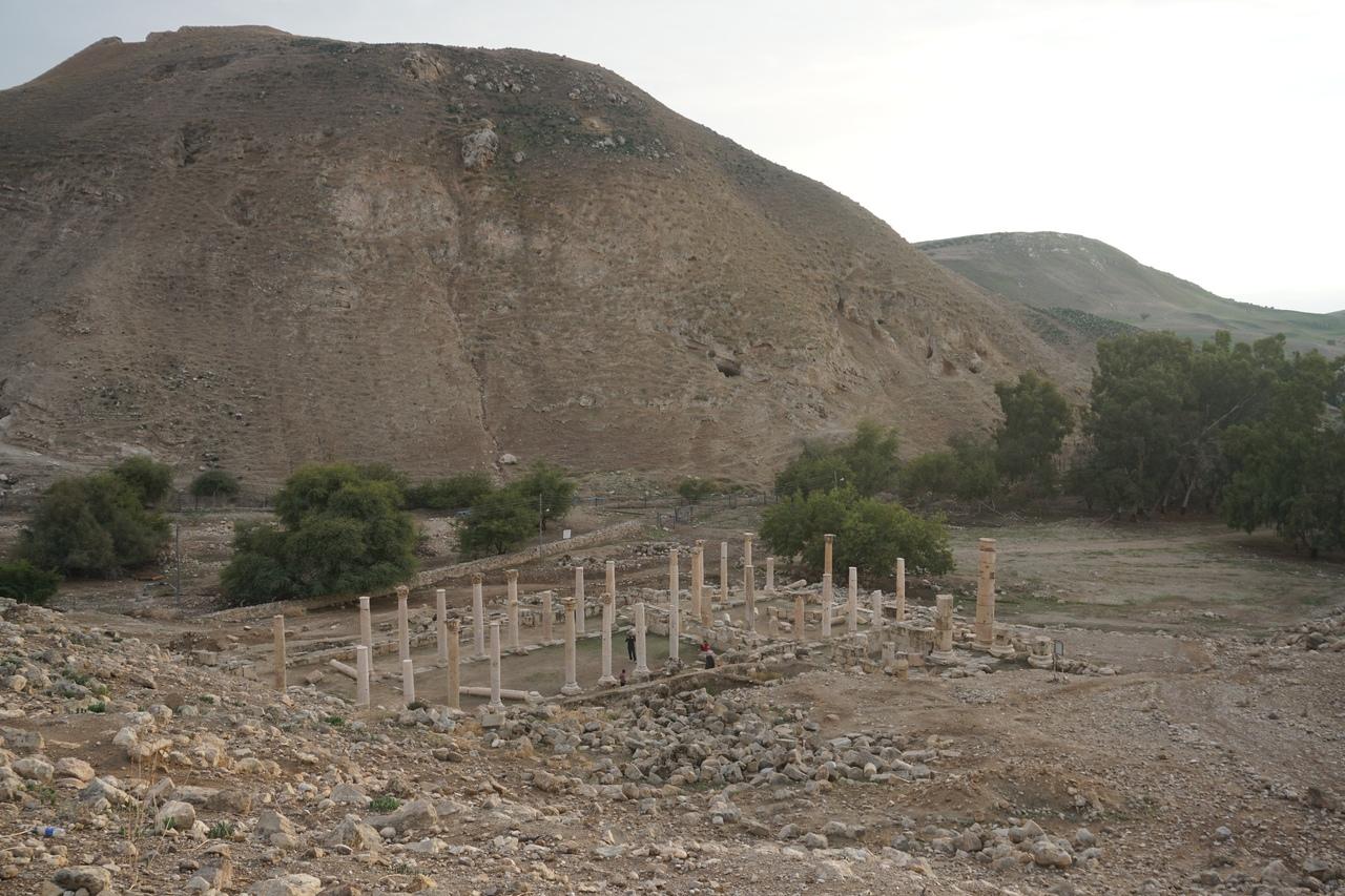Древний город Пелла в Иордании
