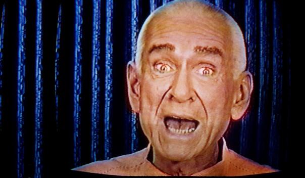 «Небесные врата». Сан-Диего (Калифорния, США), 26 марта 1997 года. Всю жизнь Маршалла Эпплуайта преследовали неудачи. Игра в мюзиклах не принесла славы, карьера певца не сложилась. Дважды