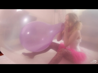 Mariette – 17'' Blowing To Pop in a Climb-in (trailer)