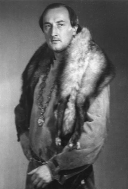 past Борис Клюев. Борис Владимирович Клю́ев (13 июля 1944, Москва - 1 сентября 2020, там же) - советский и российский актёр театра и кино, педагог, профессор. Биография. Отцом был актёр Владимир