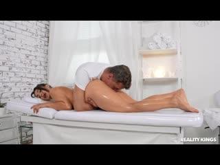 Массажист не удержался и трахнул возбуждённую клиентку, busty milf girl oil job fuck bang tit sex ass porn pussy (Hot&Horny)