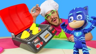 Los PJ Masks están preparando arepas.  Cocina para niños. Vídeos para niños con plastilina Play Doh
