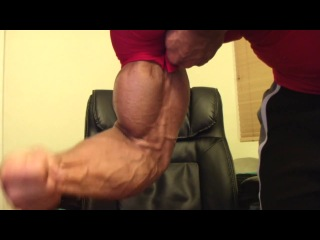 Muscle exploseion (pumping iron and veins)