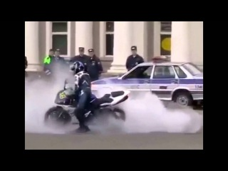 Motorcycle Wheelies Running From COPS Escapes POLICE CHASE Bike VS Cop VIDEO ROC Ride Of The Centur