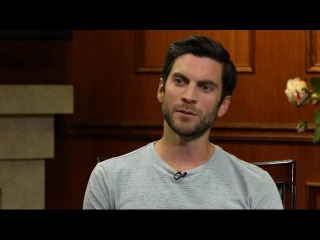 "Wes Bentley: 'AHS: Hotel' Scripts Are ""Terrifying"" (VIDEO) 