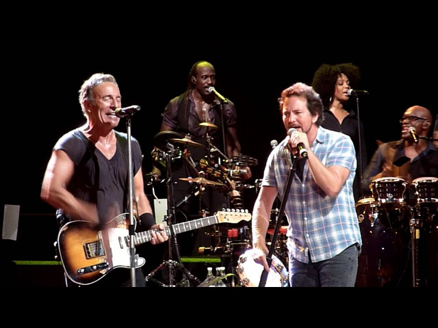 Highway to Hell Bruce Springsteen w Eddie Vedder Tom Morello Brisbane Ent Centre 26 2 2014