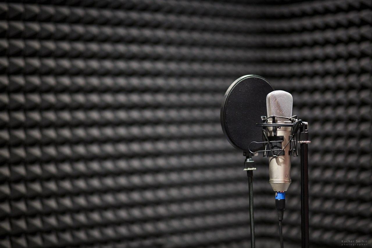 Картинки микрофонов в студии