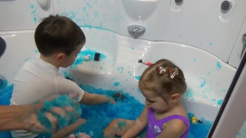 Желейная ванная растим снег в ванной ищем сюрпризы и лизуны Squishy Gelli Baff toy challenge