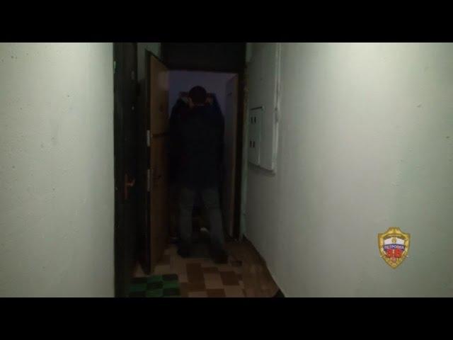 ВИДЕО Сотрудники полиции ликвидировали лабораторию и наркопритон