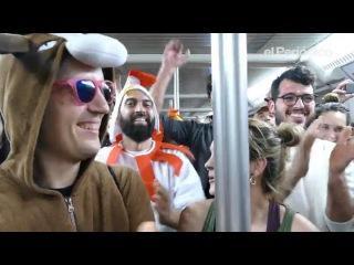 Muchachito Bombo Infierno hace el animal en el metro