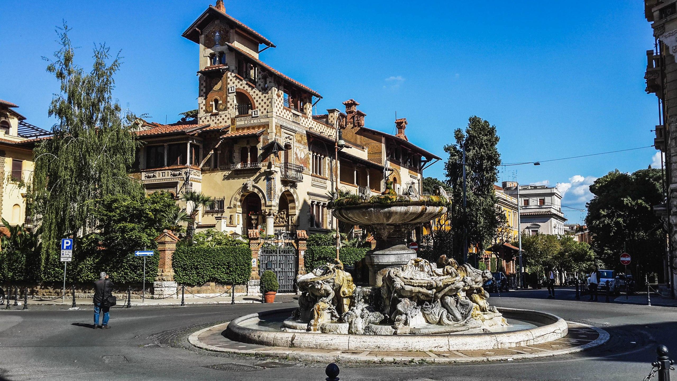 Какой-то переулочек рядом с нашим отелем в Риме