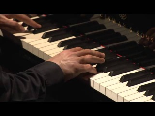 Vitaly Pisarenko plays Rachmaninov - Moment musicaux No. 4