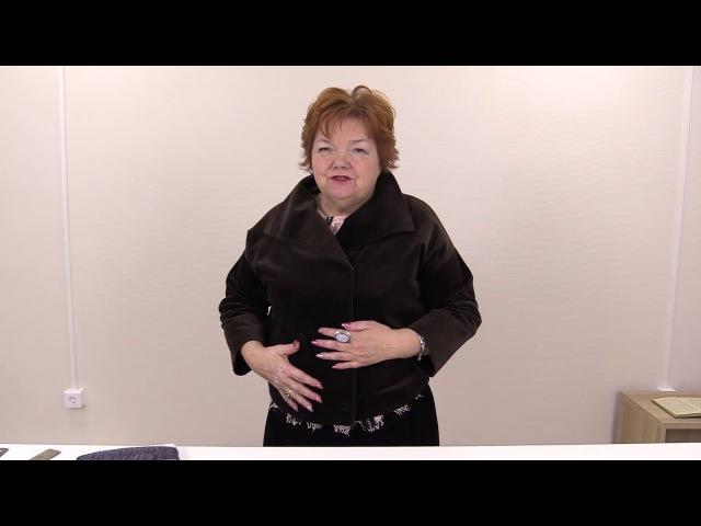 Укороченная бархатная куртка легкого пошива Модель женской куртки на кнопках с воротником стойкой