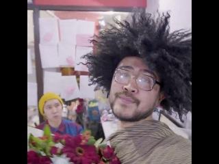 Nurlan Batyrov. Девушки и цветы