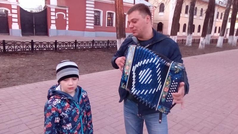 Эх, покуролесили. Исполняет Роман Чертаков с сыном.