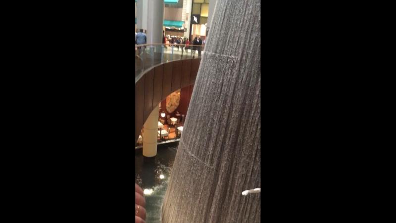 Водопад в Дубай Молле