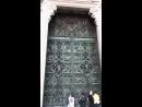 Двери кафедрального собора Дуомо в Милане видео - Фрамир