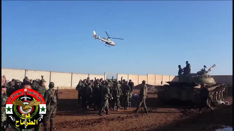 Бригадный генерал Сухейль Аль Хасан приветствует своих солдат полка Ат Тармах