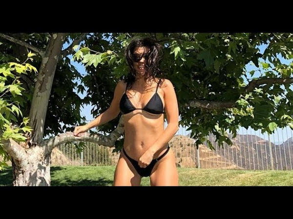 Vr360 BIKINI GIRL JUMPING ON TRAMPOLINE) HOT DAY!