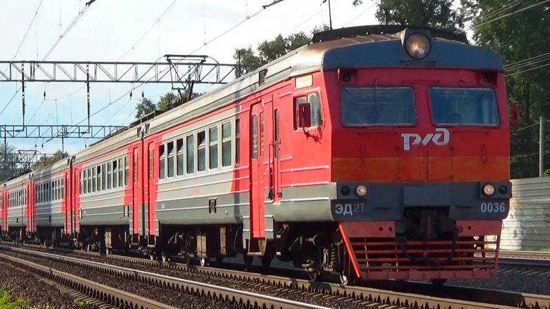 Электропоезд ЭД2Т 0036 с приветливым машинистом