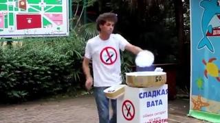 Супер продавец сахарной ваты, мастер своего дела!