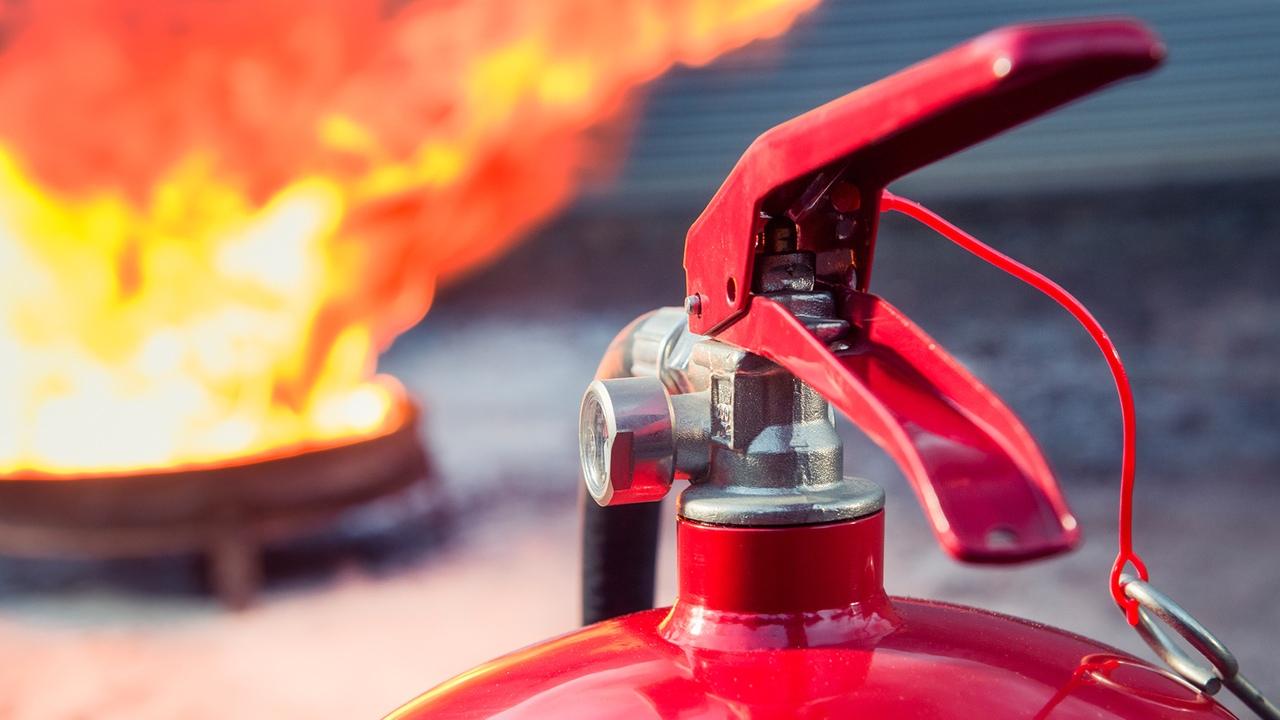 картинки тушат пожар огнетушителем прелесть