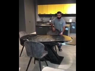 Необычный вариант стола-трансформера -
