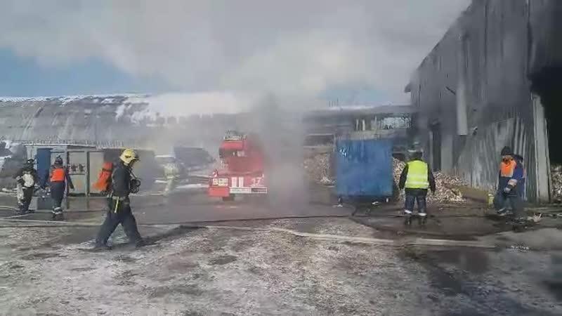 Пожар на Митрофаньевском шоссе Огонь охватил склады