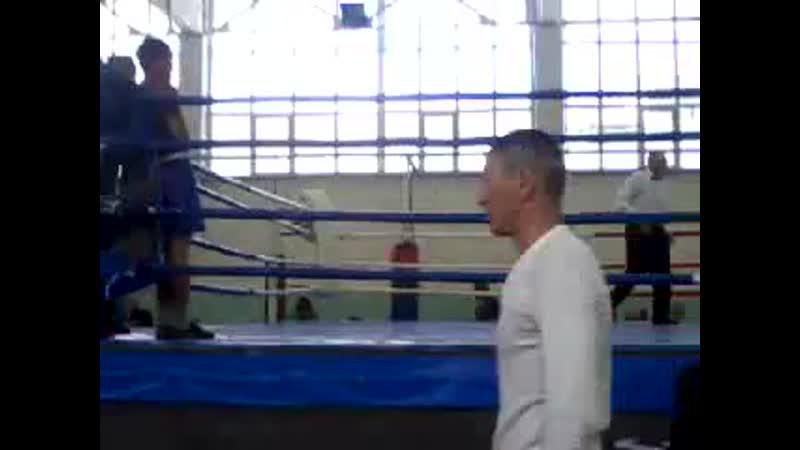 Бокс - это единственный вид спорта , где могут сотрясти ваш мозг , забрать ваши деньги и заказать вас гробовщику