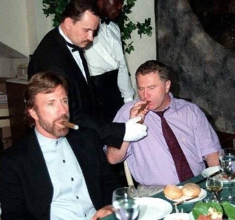 Чак Норрис и Владимир Жириновский, Москва, 1997 год.