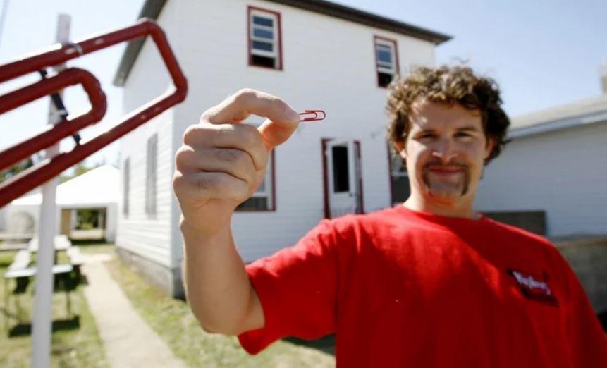 Как американец Кайл Макдональд обменял обычную скрепку на двухэтажный дом